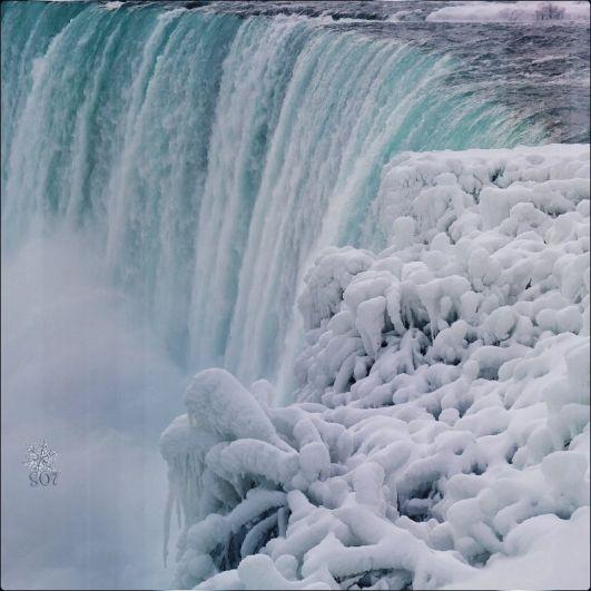 Ниагарский водопад – одна из главных туристических достопримечательностей США и Канады. Сюда ежегодно приезжают десятки тысяч туристов.