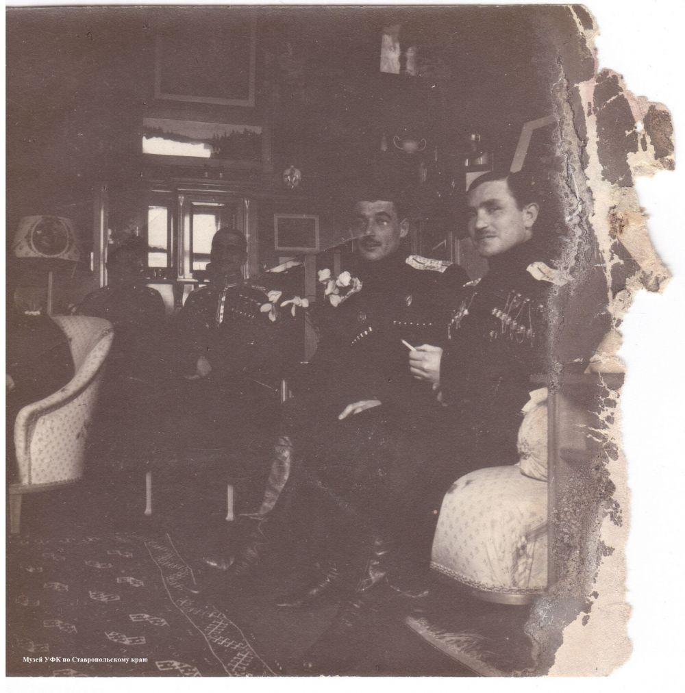 Федюшкин и трое офицеров.