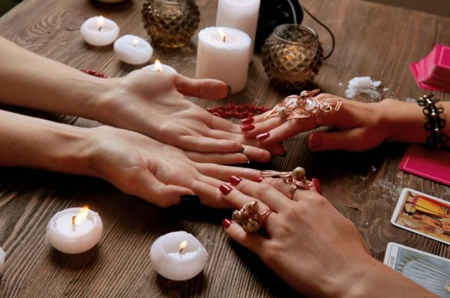 В Одессе гадалка во время «ритуала на обогащение» пыталась украсть деньги