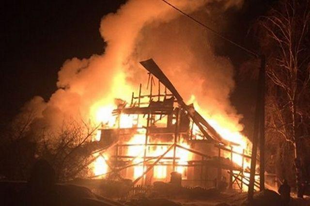 Сообщение о возгорании поступило вечером, 5 февраля.