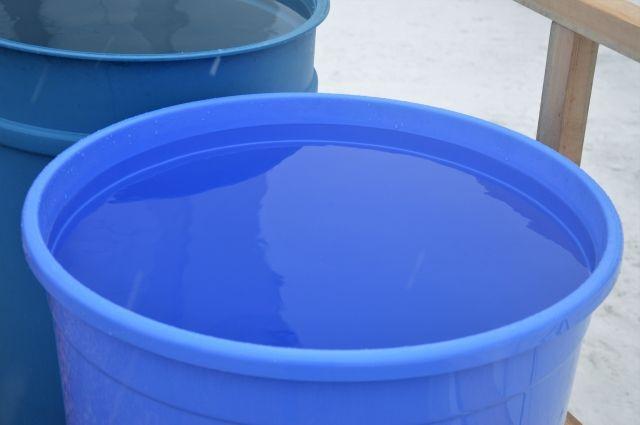 Ситуация с водой в Большелуге действительно непростая: воды в верхних слоях почвы там нет.
