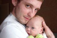 Современные отцы не видят ничего зазорного в том, чтобы участвовать в воспитании своих детей