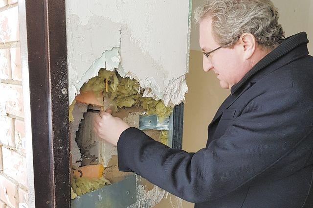 Павел Миков: «Здание на Ленина, 48 в Нытве возвели на болоте без соблюдения правил и норм строительства».