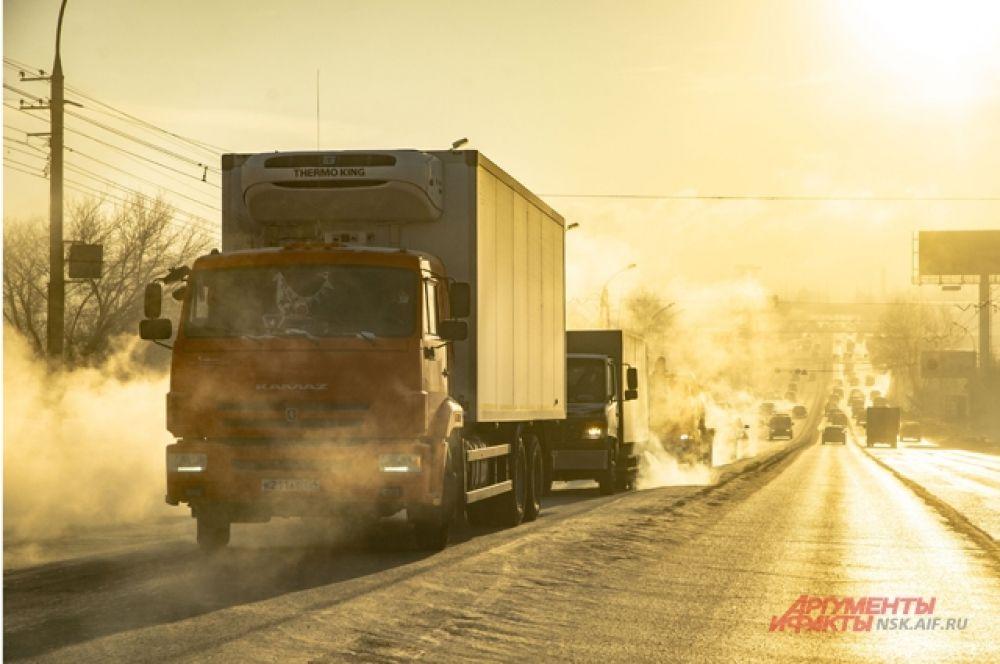 Госавтоинспекция предупредила водителей, чтобы соблюдали дистанцию —из-за гололедицы участились ДТП.