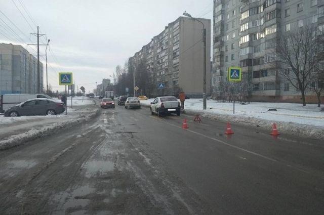 Иномарка сбила пешехода на ул. Олега Кошевого в областном центре