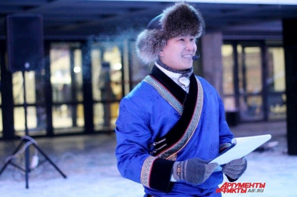 На электронном экране была проведена видеотрансляция народных хороводов из других городов России.
