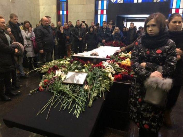 Церемония прощания в большом ритуальном зале ЦКБ.