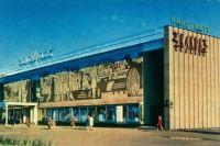 Кинотеатр когда-то был любимым местом отдыха горожан.