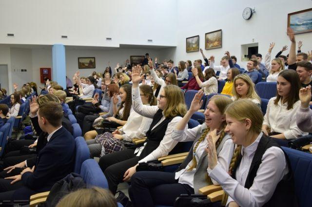 Салехардские школьники посетили занятия экспертов и аналитиков из РУДН