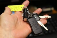 Подчиненный взял ключи от машины начальника.