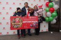 Победитель Василий Величко с семьёй.