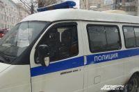 Во время личного досмотра полицейские нашли и изъяли у мужчины металлическую банку с порохом.