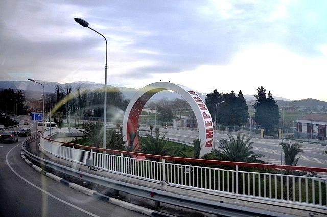 Дорога в Сочи с олимпийскими кольцами, 2011 год.