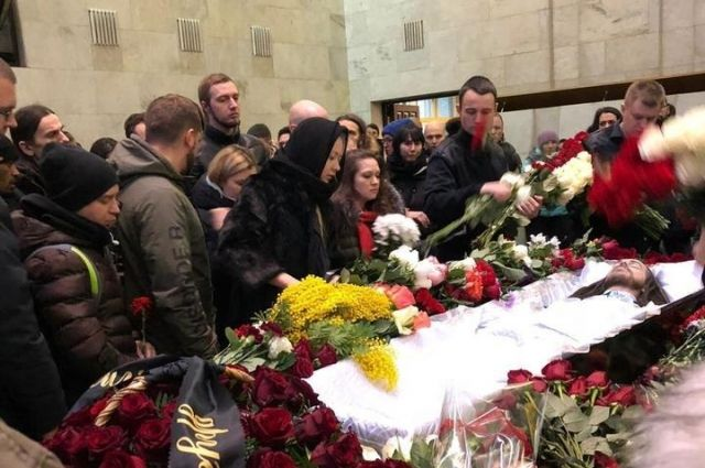 «Мои слезы, моя печаль»: на похоронах Децла его отец плакал и впервые увидел внука