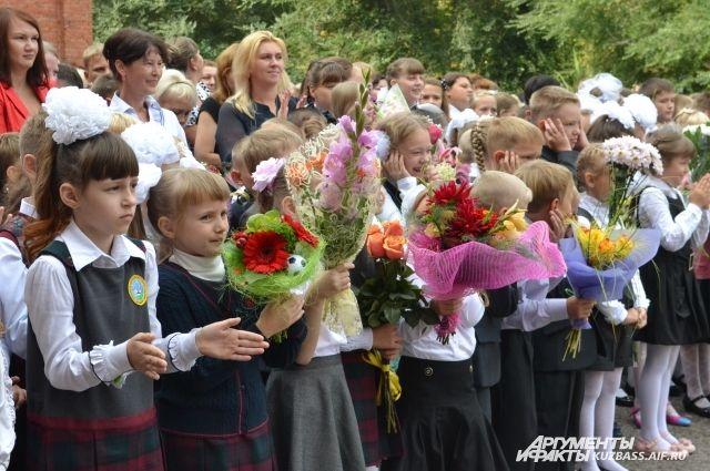 Образовательное учреждение рассчитано на 1200 человек.