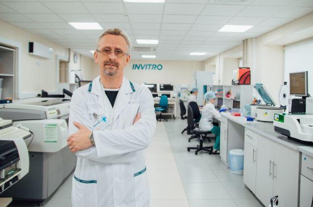 Для диагностики заболеваний «щитовидки» необходимо обращаться к эндокринологу.