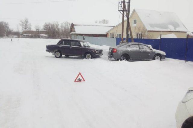 В Октябрьском водитель «ВАЗа» сбил 17-летнюю девушку