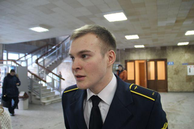Победитель конкурса курсант УИГА Егор Ознобихин.