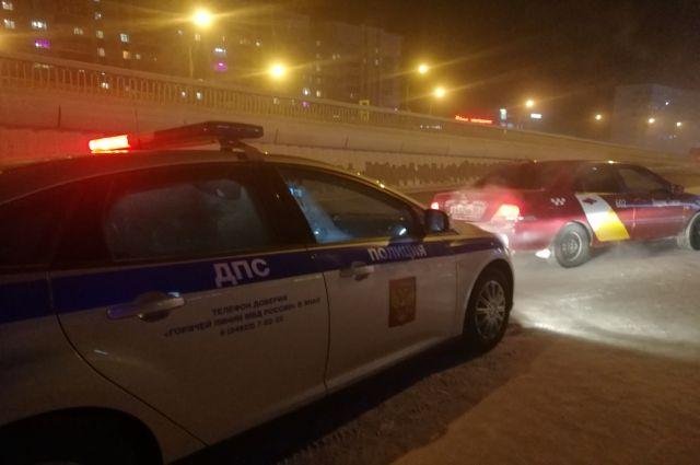 В Новом Уренгое автоинспекторы проверили работу таксистов