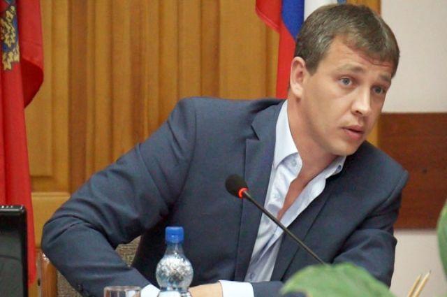 Экс-депутату грозит до двух лет лишения свободы.