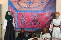 Роспись дома от потолка до пола могли позволить только зажиточные крестьяне.