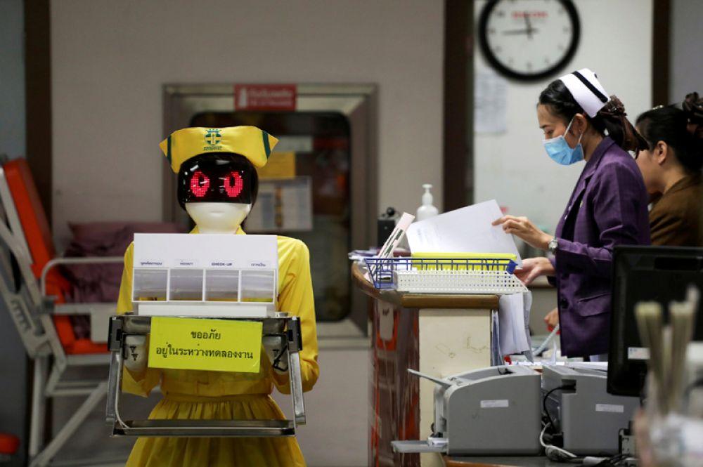 Робот-медсестра в одной из больниц Бангкока, Таиланд.