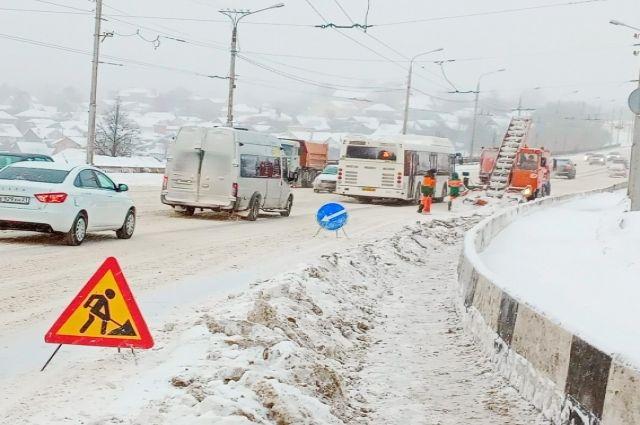 Более 150 единиц техники вышли на уборку дорог от снега