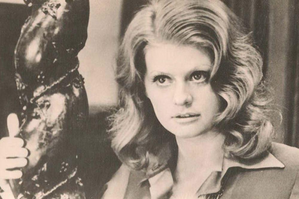 Одна из первых больших ролей в кино — Сюзанна в детективе Самсона Самсонова «Чисто английское убийство» (1974).