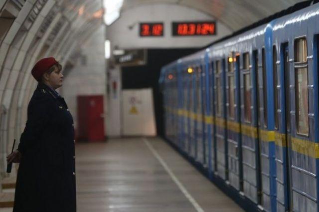 В метро Киева установят табло обратного отсчета времени до прибытия поезда