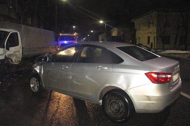 Автомобиль молодой человек, конечно же, разбил.