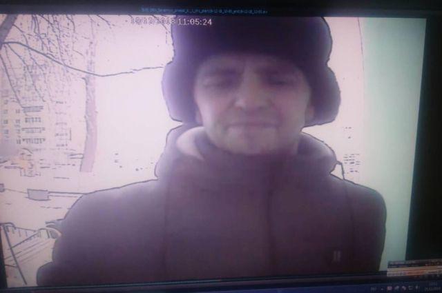 В Оренбурге разыскивается подозреваемый в серии подъездных разбоев