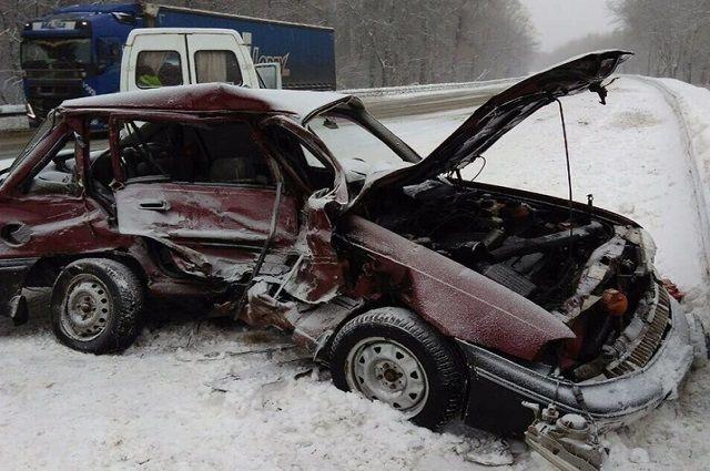 В тройной аварии пострадали шесть человек.