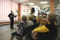 В Добролюбовке не только можно взять книги на абонементе или уютно устроиться в читальном зале. Здесь постоянно проводятся выставки и творческие встречи.