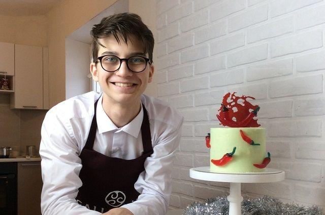 Девятиклассник Петр печет торты.