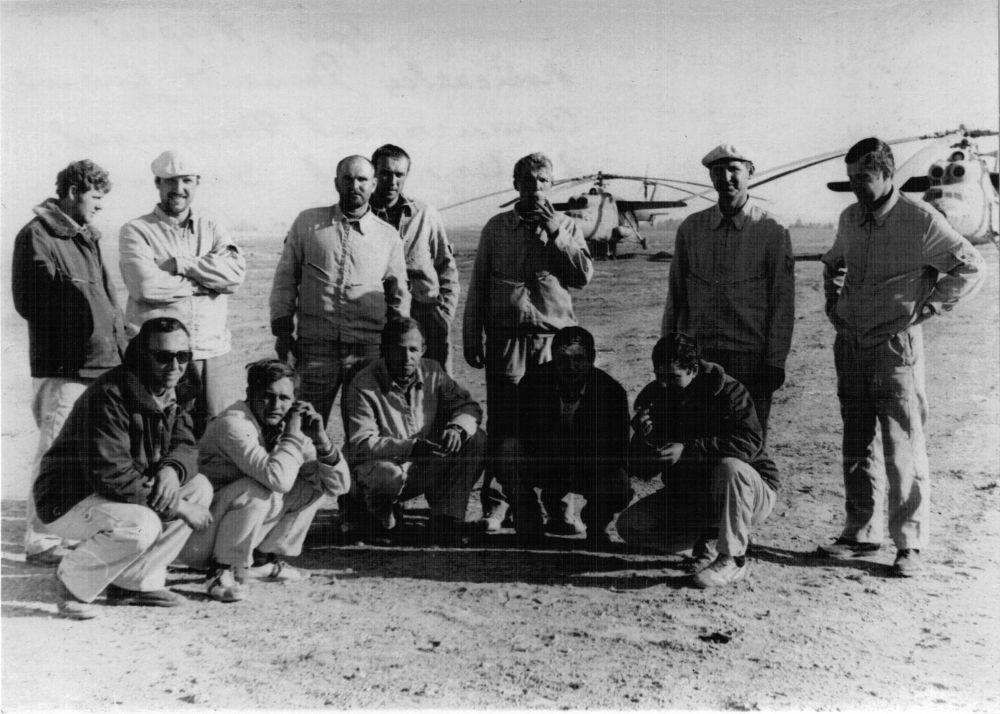 Александр Иванович Беляев (сидит в центре). Провинция Кандагар, 5 апреля 1982 года.