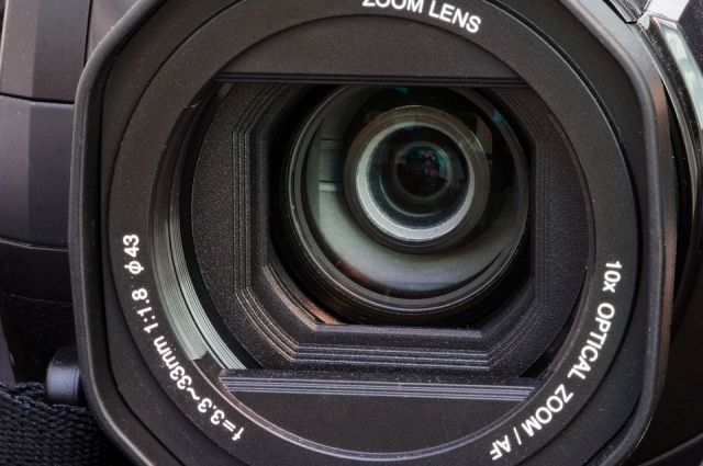 В Ноябрьске камеры не помешали вынести из магазина 12 акустических колонок