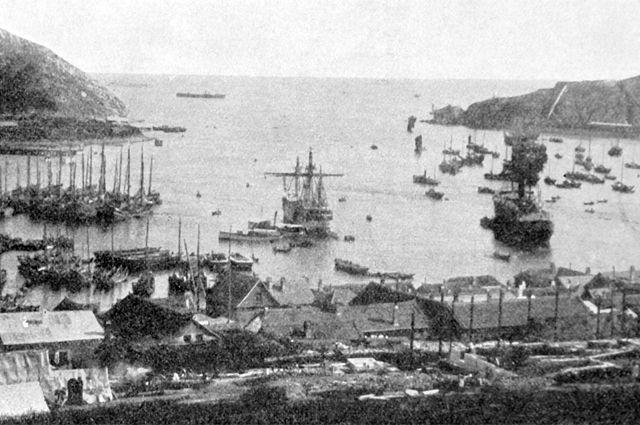 Порт-Артур. Вход в гавань и вид на Большой рейд. Фотография из журнала «Нива», 1904 год.
