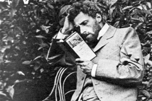 Мейерхольд за чтением «Чайки» А. П. Чехова в Царском селе, 1898 год.