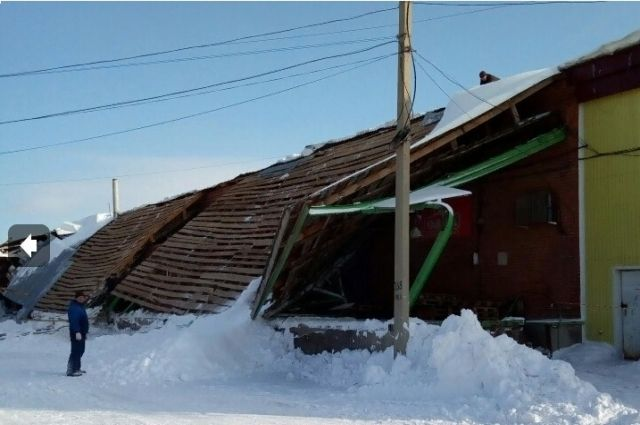 Кровля не выдержала большого количества снега.