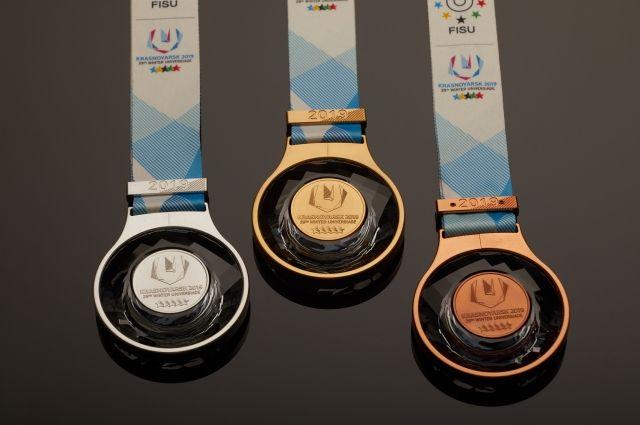 Весят медали не более 250 граммов.