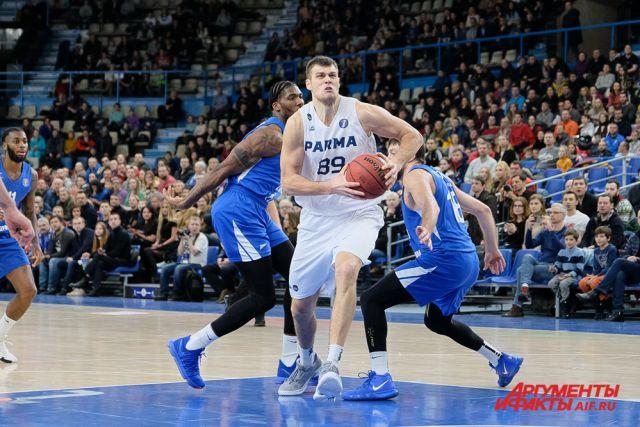 Александру Виннику в полуфинале удался дабл-дабл: он набрал 15 очков и совершил 13 подборов.