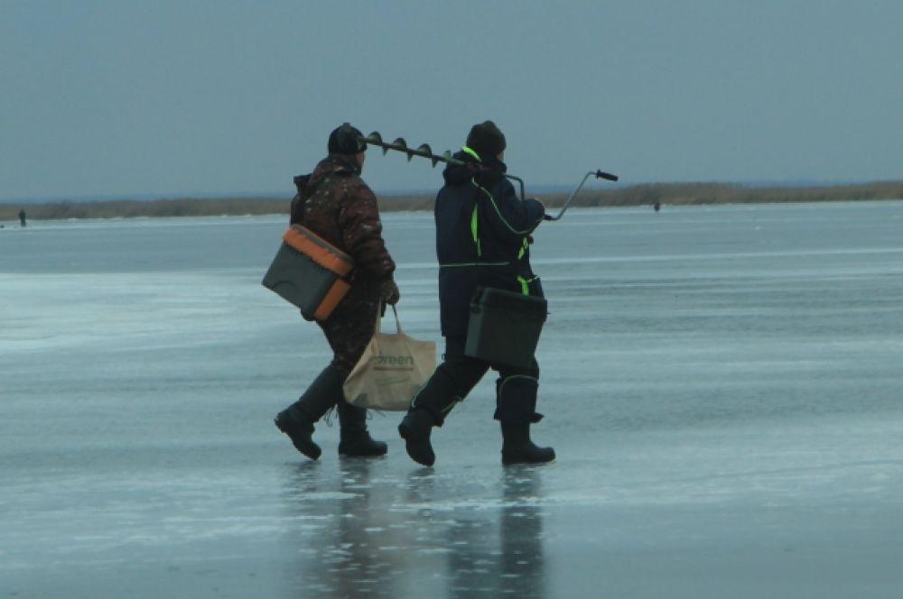 Несмотря на приближение весны, любителей зимней рыбалки не убавляется.