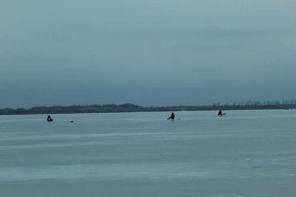 Веселовское водохранилище - одно из любимых мест для зимней рыбалки у жителей Дона.