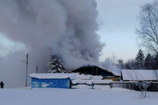 Предполагается, что причиной пожара стала неисправность печи.