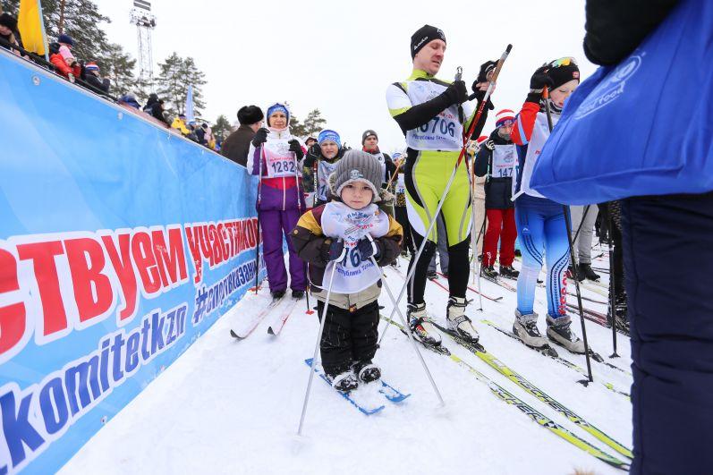 Cамый юный участник лыжни - трехлетний Артем Воробьев.