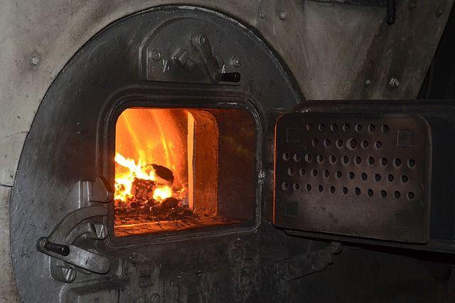 Ночью взрослые проснулись от того, что в доме стоял дым, а на кухне распространялся огонь.