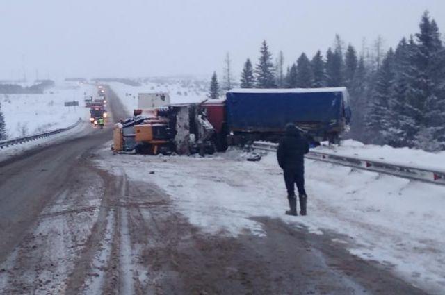 Авария случилась около 2.33 на 134-м километре автомобильной дороги «Подъезд к городам Ижевск и Пермь от автодороги М-7 Волга» Малопургинского района.