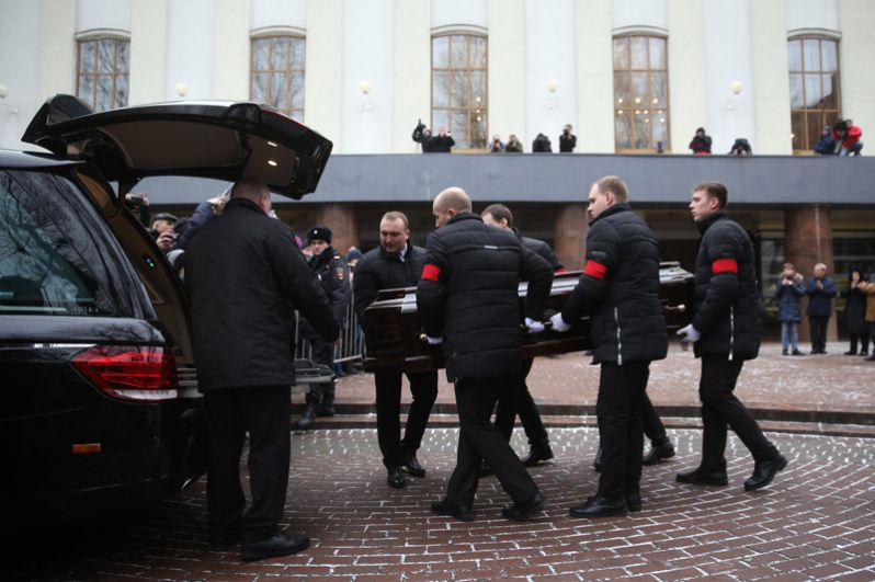 После церемонии прощания в театре имени Моссовета.