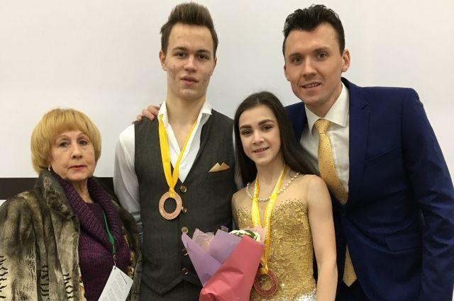 Валентина Тюкова и Павел Слюсаренко со своими воспитанниками - бронзовыми призёрами первенства России.