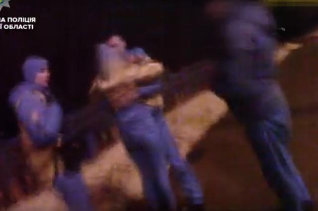В Сумах девушка пыталась прыгнуть с моста из-за ссоры со своим парнем